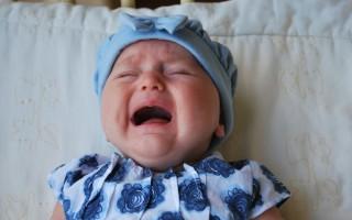 Ребенок трясет головой: норма или патология